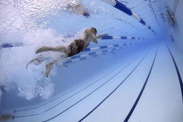 плавание для снятия боли